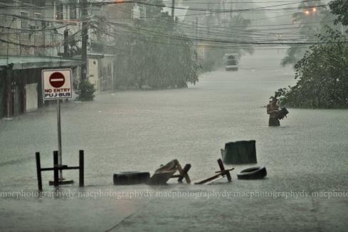 Quezon City, Timog/Scout area, 1347 hrs.