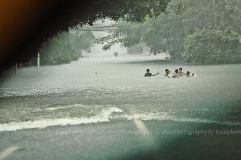 Quezon City, Timog/Scout Area, 1350 hrs.