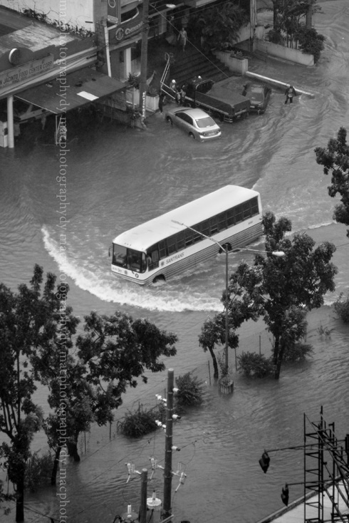 Shot at around 1700. Before that only 8 wheeler trucks could move in the flood.