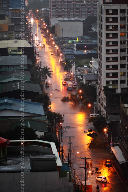 This street, parallel to Quezon Avenvue, was also flooded. Here, it's starting to subside.