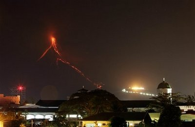 Philippines Volcano-REUTERS/Erik de Castro